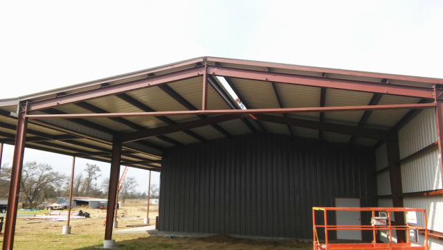 The metal wash bay is finished and so is the overhang!